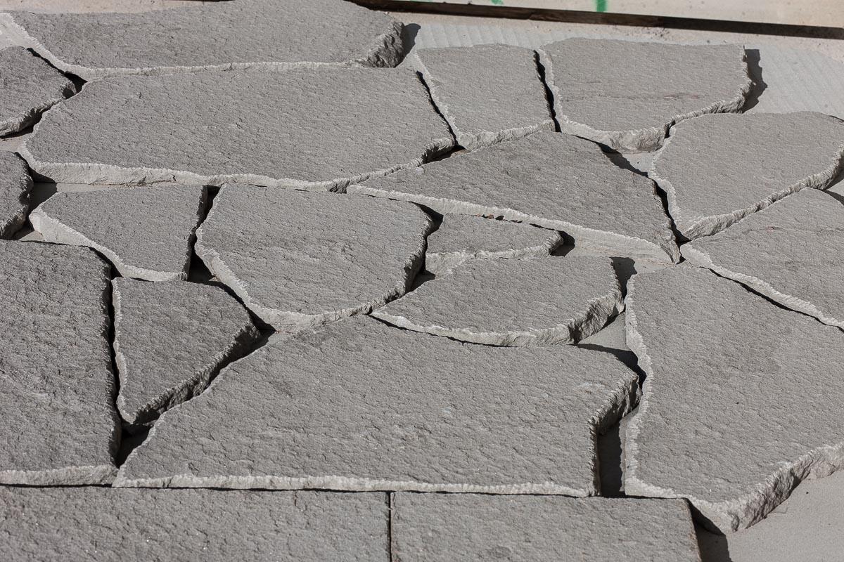 Il pavimento in pietra per giardino fatto da Hometrèschic